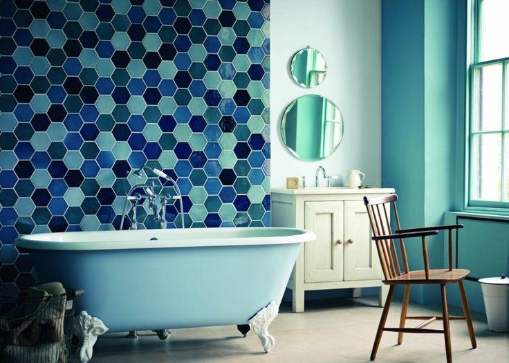 Lors du choix de couleur salle de bain, on peut adopter plusieurs approches. Découvrez le monde du carrelage en couleur, des accessoires et de la décoration