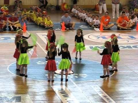 Taniec z chustami Przedszkole Nr4 w Tarnowie - YouTube