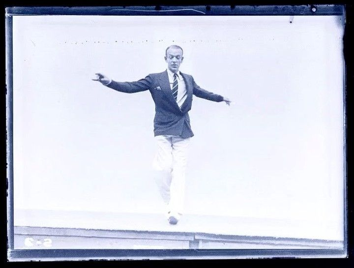 """Int'l Center of Photography (@icp) sur Instagram: """"Shall We Dance Fred Astaire photographed by Martin Munkacsi, 1936."""