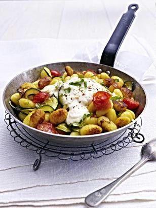 Gnocci-Zucchini-Pfanne mit Feta-Cracker-Haube