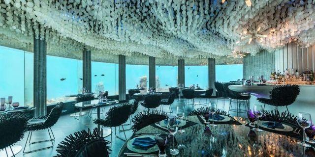 Entspannend und faszinierend zugleich: Unter Wasser gemütlich einen Cocktail schlürfen, exquisit essen, den Fischen zusehen - und das alles mit trockenen Füssen. Stilpalast präsentiert 10 beeindruckende Unterwasser-Restaurants, -Bars und Übernachtungsmöglichkeiten rund um den Globus.