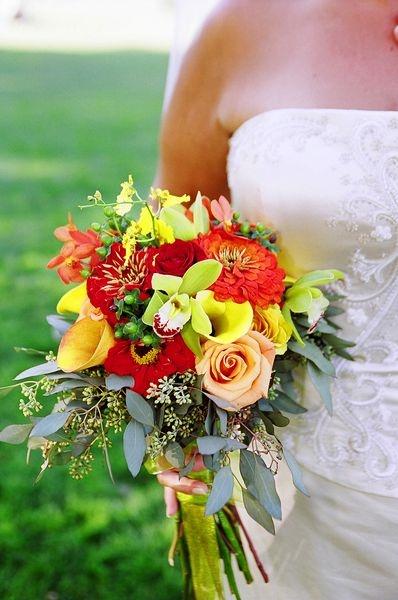 bunter brautstrau mit orchideen bridal bouquets. Black Bedroom Furniture Sets. Home Design Ideas