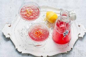 Feestelijk drankje: met limoncello, wodka en appel/cranberrysap. Limoncello blush - Recept - Allerhande
