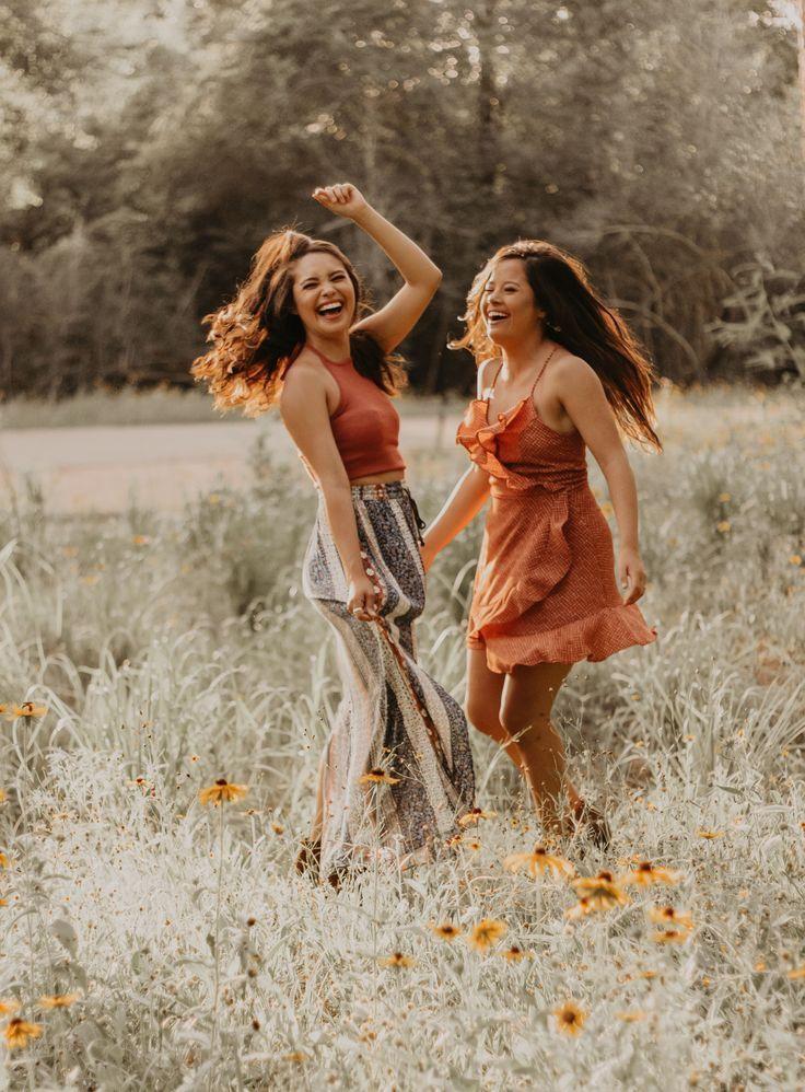 Freundinnen Foto Shooting Natur Inspiration Wiese Blumen