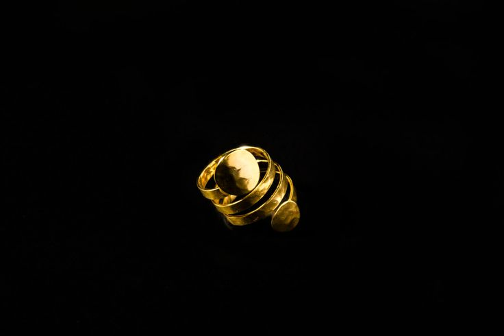 Handmade ring/twisted/circles/bronze/gold-plated/24 carats/hammered by CrownedCharm on Etsy