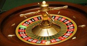 "Permainan Roulette,lebih dikenal dengan istilah ""roda kecil""dalam bahasa Prancis.Permainan Roulette merupakan jenis permainan judi yang sering dijumpai di setiap kalangan perjudian kasino di seluruh penjuru dunia.Tidak heran,jika anda pernah mengunjungi kasino di dekat tempat tinggal anda,maka anda akan melihat segerombolan orang yang mengelilingi satu meja dengan roda putar yang cukup besar,dan itulah yang disebut dengan permainan roulette. www.agen68.co"