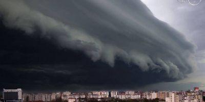 O nouă fotografie apocaliptică surprinde furtuna de la Timişoara