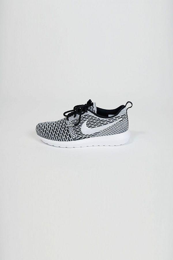 roshe run fly knit - Nike - Black/White / Heren / Schoenen / Shop