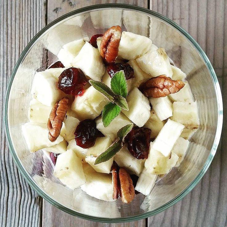 """La mia """"HEALTHY ENERGY Dole"""" con banana semi di chia lino dorato cranberry noci pecan e salvia ananas.  CURIOSI DI ASSAGGIARLA?  Vi aspetto al Fruit&Veg Fantasi Show - Rimini Wellness 2/5 giugno padiglione B3 stand 114.  #macfrutlovers #bettinaincucina #igersromagna #ig_romagna #dole #doleitalia #banana #dessert #budino #semidichia #semichia #cranberry #salviaananas #frutta #loverecipe #ig_cesena #ig_romagna #ig_emiliaromagna #veg #lattedisoia #miele #semidilino #semilino #riminiwellness…"""