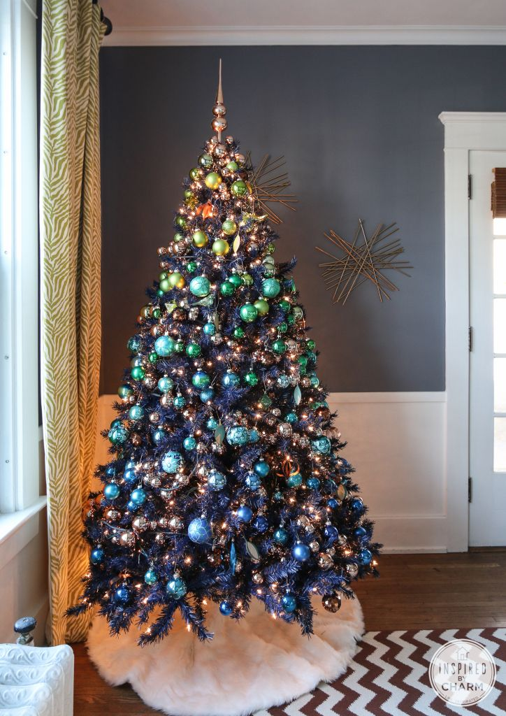 Love the ombre effect of starting with dark blue ornaments on the bottom and working his way up to the green. Lovely accents with copper, too.