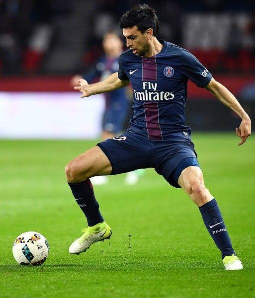 Paris Saint-Germain's Argentinian forward Javier Pastore controls the ball during the French L1 football match between Paris Saint-Germain and Guingamp at the Parc des Princes stadium in Paris on April 9, 2017. .Paris won 4-0. / AFP PHOTO / FRANCK FIFE