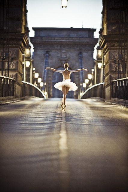 Dance of the chain bridge