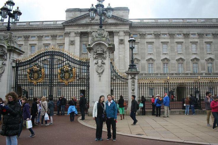Me dio la angustia estilo Olguita Marina. Necesito unas vacaciones. #london #buckinghampalace #england #uk #londres #inglaterra #palaciodebuckingham #vacaciones #travel by gonzalopardoc