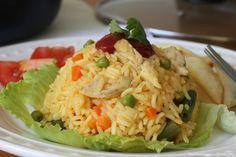 Hay varias maneras de preparar un delicioso arroz con pollo colombiano y esta es una de las más sencillas. Un plato rico, fácil y rendidor.