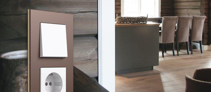 Designrammen Esprit linolium fra Gira er perfekt for hytteveggen. Micro Matic Norge