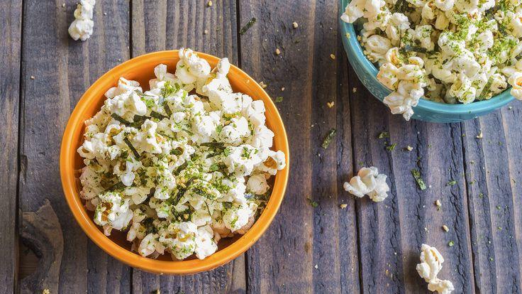Pipoca é um petisco irresistível, não é? Então venha conferir com a gente cinco receitas ainda mais saborosas de pipocas gourmet.