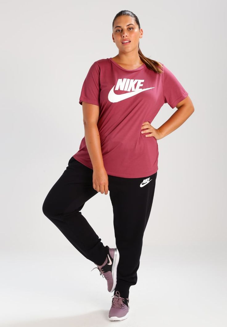 ¡Consigue este tipo de chándal de Nike Sportswear ahora! Haz clic para ver los detalles. Envíos gratis a toda España. Nike Sportswear RALLY Pantalón de deporte black/black/white: Nike Sportswear RALLY Pantalón de deporte black/black/white Ropa   | Material exterior: 83% algodón, 17% poliéster | Ropa ¡Haz tu pedido   y disfruta de gastos de enví-o gratuitos! (chándal, chandals, chándals, comfort fit, chandal, pantalón de deporte, pantalones de deporte, deporte, sport, esport, trac...