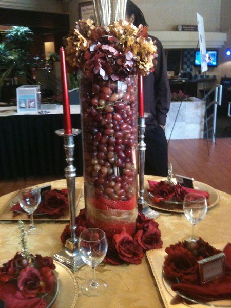 Love this grape centerpiece.  Would be lovely on a Thanksgiving table