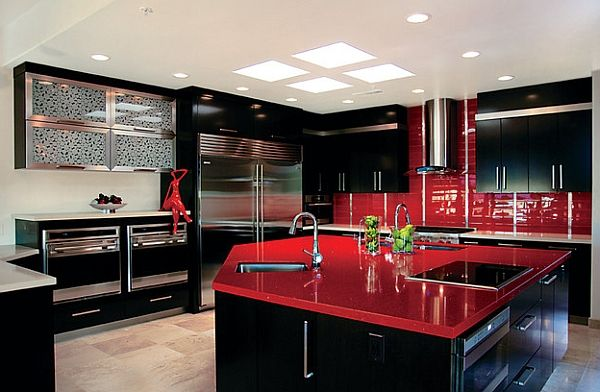 Black and red kitchen surely leaves you spellbound!