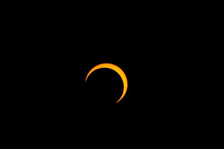 Partiell solförmörkelse 2012. Foto: Thephatphilmz  via Wikimedia