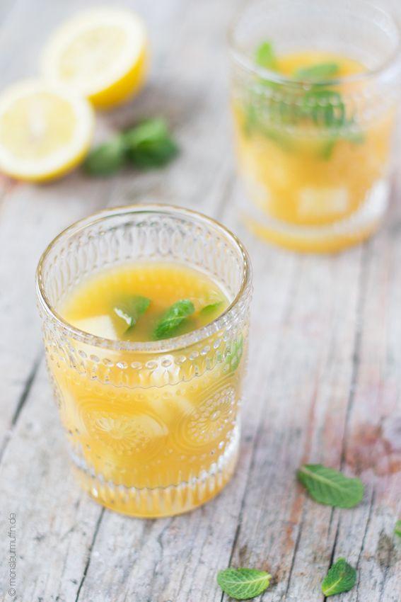 Rezept für einen Eistee mit Rooibos-Tee, Orange und Melone.