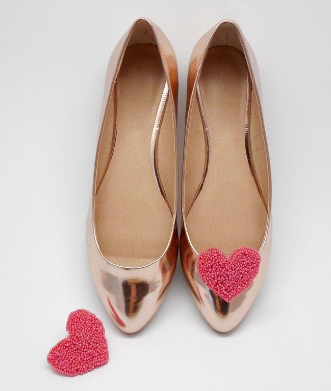 Cudowne klipsy do butów - serca. Ręcznie wyszywane z różowych koralików. Lovely heart shaped shoeclips made of pink beads. 100% hand made!    http://sklep.coquet-art.pl/candies.html