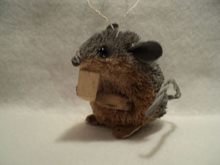 KSA  BURI MOUSE WITH CHEESE ~ GRAY & TAN  ORNAMENT. Very sweet.