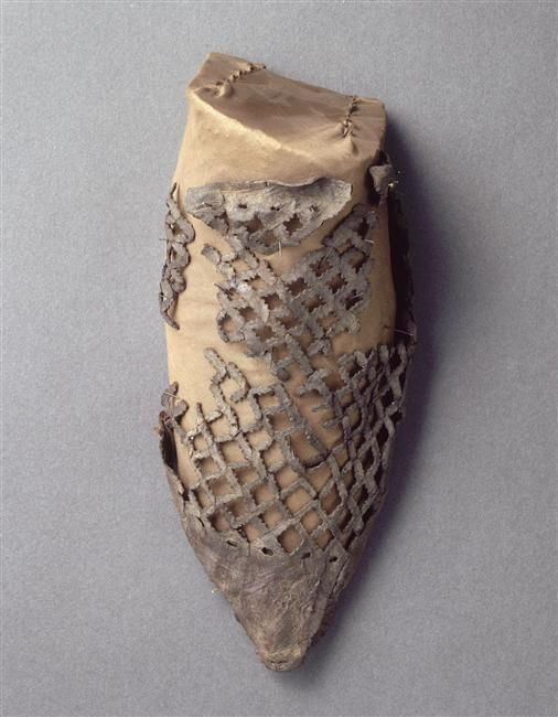 A shoe with lattice cutwork on the vamp (Cl. 21103), 15th century
