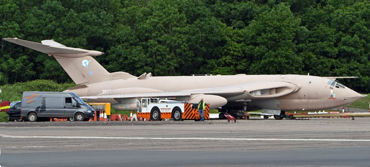 Handley Page Victor K.2 XM715 'Teasin' Tina' took her usual place as the show's finale act