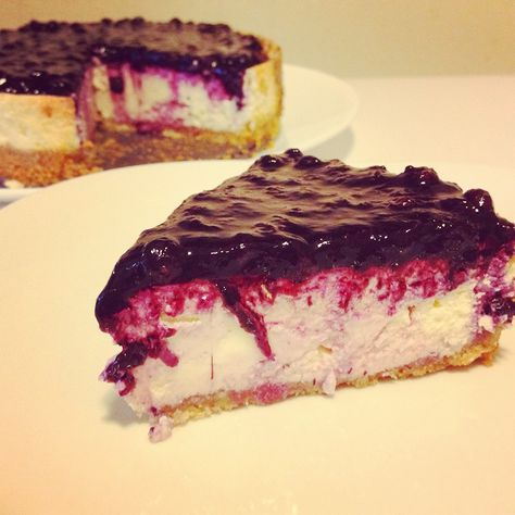 Low carb blueberry cheesecake Nutrition Facts  Serving Size1/8,Calories210,Sodium333,Potassium31, Protein8,Cholesterol115,Sugar5,Total Fat16,Saturated Fat8,Monounsaturated Fat1,Total Carbohydrates6,Dietary Fiber1