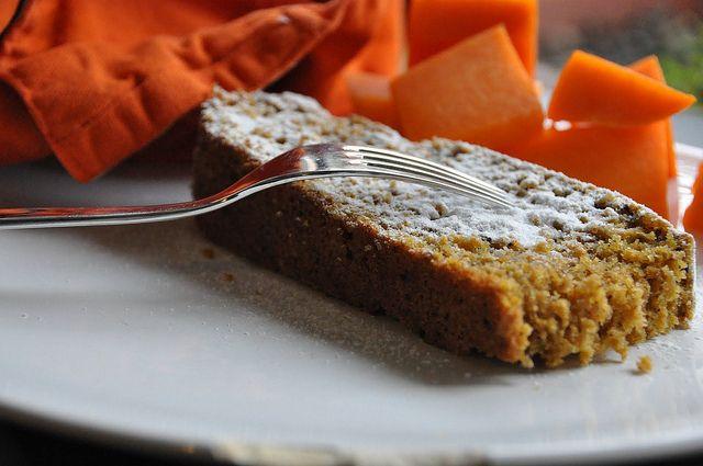 Sei in cerca di un'idea originale per un dolce? Cosa ne pensi di una fantastica torta alla zucca Bimby con l'aggiunta di mandorle e cioccolato?