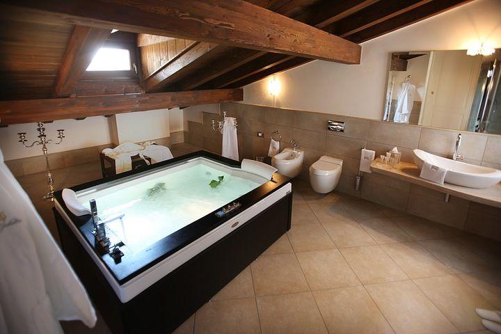 Baignoire Balneo Aura Plus dans une suite d'Hôtel, à Verone, Italie