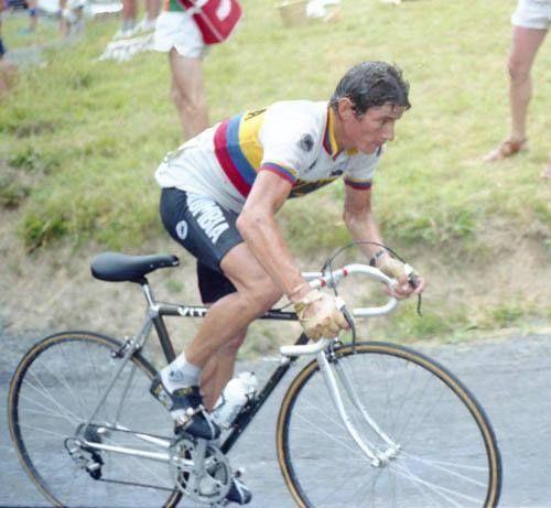 ¡Recuerdos Del Ciclismo!  Hoy la etapa del Tour de Francia acaba de subir por el mítico Tourmalet, puerto que fue ganado por Patrocinio Jimenez en 1983, cuando por primera vez, un equipo nacional fue a la carrera francesa, representando al Ciclismo Colombiano.   ¡Grandes nuestros escarabajos!