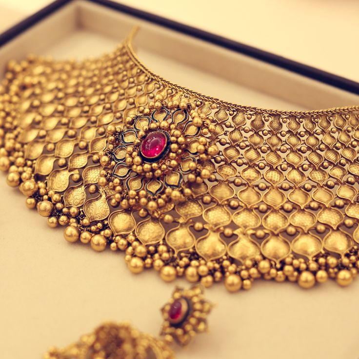Bridal gold showstoppers by Azva #Goldjewellery #luxury #style
