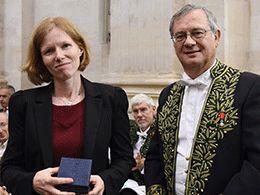 Maureen Clerc, chercheuse dans l'équipe-projet Athena à Inria, a reçu le prix Pierre Faurre* de l'Académie des Sciences pour ses travaux de recherche sur la modélisation et l'interprétation des signaux électriques du cerveau.