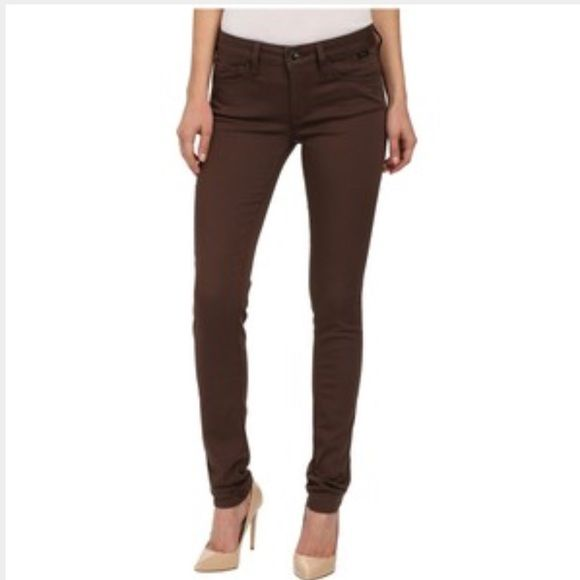 ⚡️SALE⚡️Guess chocolate brown skinny jeans size 28 Guess Britney skinny jeans size 28. They're stretchy. very good condition. Guess Jeans Skinny