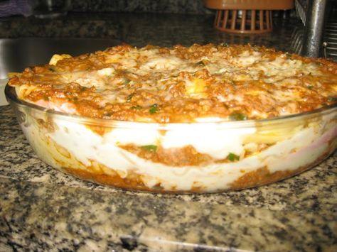 Lasanha Bolonhesa com molho branco veja a receita: http://www.receitadevovo.com.br/receitas/lasanha-bolonhesa-com-molho-branco