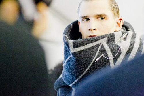the scarf is beautiful: Bulki Scarves, Zag Scarfs, Men'S Gears, Paris Fashion Weeks, Men'S Fashion, Fashion Inspiration, Celebrity Styles