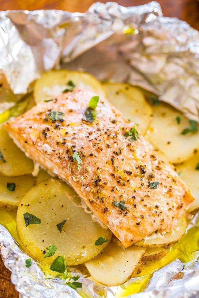 Fáciles de salmón y patata paquetes de aluminio - Juicy salmón, húmeda que está lleno de sabor!  Listo en 30 minutos, cero limpieza, y una forma infalible para cocinar el salmón y se ven como un cocinero gourmet !!