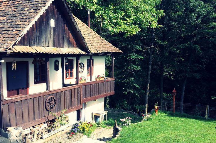 Regardez ce logement incroyable sur Airbnb : Vintage House of Squirrels at the end of the road - Chalets à louer à Șiclod