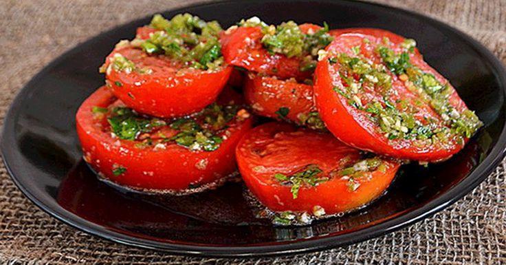 Хотите приготовить вкусную закуску к столу? В сезон свежих помидор рекомендуем…