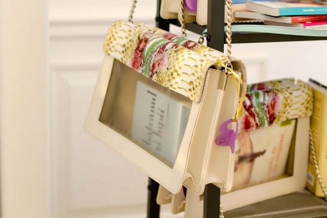 Show the #books you read in an elegant way with BOOKLETTA #handbags