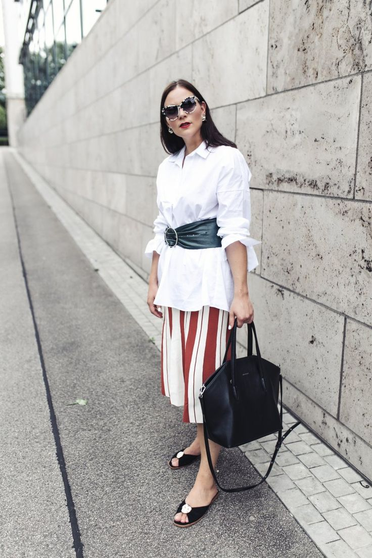 Sommer Outfit mit Oversize Hemd, Outfit Ideen, Outfit mit Hemd, Oversize Hemd kombinieren, Sandalen, , Matt & Nat Baxtor Tasche, Flattered Sandalen, Stella McCartney Sonnenbrille, Zara Korsett Gürtel, Roberto Collina A-Linien-Rock, www.kleidermaedchen.de, Modeblog, Mode Blog, Erfurt, Thüringen, Fashion Blog, Magazin, Blogazine, Influencer Marketing und Kommunikation, Social Media Marketing, Fashion Magazin, Outfit Blog, Outfit 2017, Streetstyle, Pinterest Outfit Inspiration