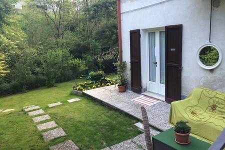 Dai un'occhiata a questo fantastico annuncio su Airbnb: Flora Garden Como Montagna - Appartamenti for Rent
