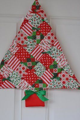 Vintage Christmas Tree Wallhanging - Dress up your home during the holidays with a patchy Christmas quilt pattern from @Pleasant Home that can hang on your wall or door. It's got vintage appeal, but will look at home with any style of home decor.