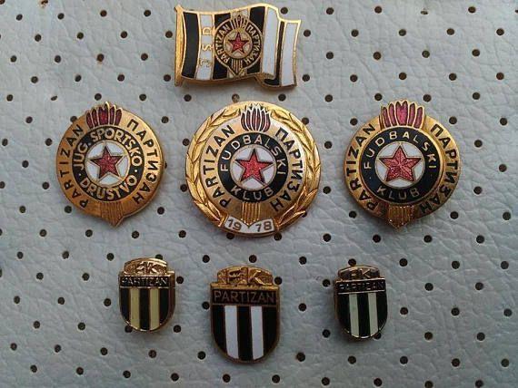 Vintage Partizan Belgrado football pin badge Serbia