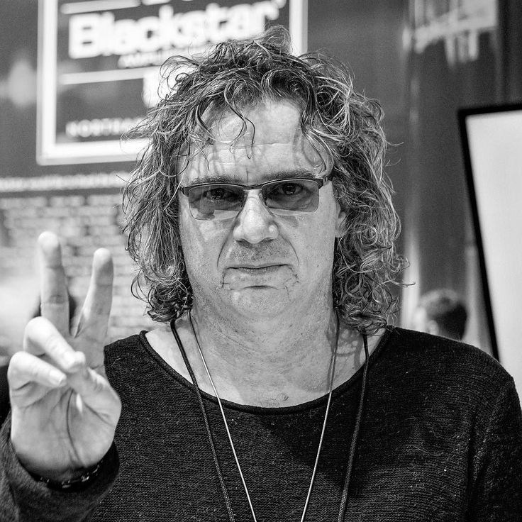 Billy Sherwood has had a varied career from production of Motörhead to being a member of  ProgRock giants Yes and Asia. Billy is currently on tour with Asia. @sherwoodbilly @thenammshow #namm2017 #billysherwood #asia #toto #yes #progrock #rock #rockandroll #rockphotography #musician #music #producer #bnw #bnwportrait #bnwphotography #igw_bnw #igw_rock #ig_rock_details #pocket_tunes #audiophileoholic #audioloveofficial #band #bands #bandphotography #bassplayer #guitarist #jj_musicislife…