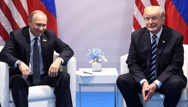 """Les deux hommes ont eu un échange """"très vigoureux"""" sur les ingérences russes aux USA, lors de leur première rencontre en marge du G20."""