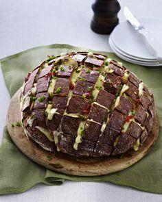 Unser beliebtes Rezept für Gefülltes Brot mit Käse und Pilzen und mehr als 55.000 weitere kostenlose Rezepte auf LECKER.de.