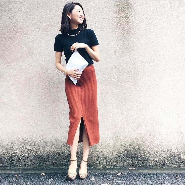 . ブラックのトップスにタイトスカートを合わせた大人のオシャレスタイル  Photo by @uemura_a   Top... #grshimamura  Bottom... #uniqlo  Bag... #baila   MINE公式アプリではファッションを中心とした動画を毎日更新中 プロフィールリンクからDLできます   ハッシュタグ#mineby3mootdを付けたコーディネートを募集中紹介させていただくことも  #mineby3mootd #MINEBY3M #ootd #outfit #fashion #coordinate  #instafashion #beaustagrammer #fashionista #outfit #igfashion #カジュアルコーデ #春コーデ #シンプルライフ #シンプルコーデ #サンダル #ママコーデ #お洒落さんと繋がりたい